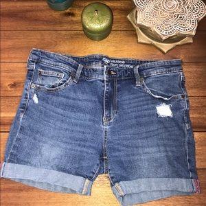 Gap mid thigh length Jean shorts